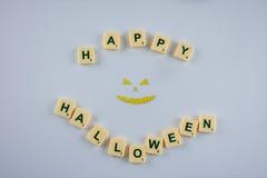 Glückliche Halloween-Wünsche mit Dämongesicht Stockbilder