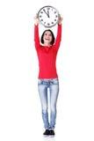 Glückliche Holdingbüroborduhr der jungen Frau Lizenzfreie Stockfotografie