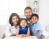 Glückliche indische Familie Stockfotografie