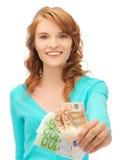 Glückliche Jugendliche mit Eurobargeldgeld Lizenzfreie Stockfotografie