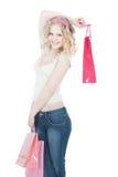 Glückliche Jugendliche mit rosafarbenen Einkaufenbeuteln Stockfotos