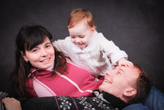 Glückliche junge Eltern und kleines Baby Lizenzfreies Stockfoto