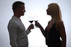 Glückliche junge feiernde Paare Stockbild