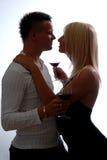Glückliche junge feiernde Paare Lizenzfreies Stockfoto