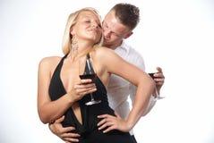 Glückliche junge feiernde Paare Lizenzfreie Stockbilder