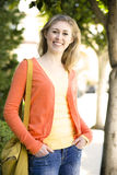 Glückliche junge Frau lizenzfreie stockfotografie