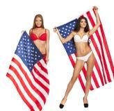 Glückliche junge Frau auf einem Hintergrund der amerikanischen Flagge Lizenzfreie Stockfotografie