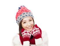 Glückliche junge Frau in der Winterkleidung Bunte Zeichen auf weißem Hintergrund Stockbilder