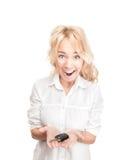 Glückliche junge Frau mit Autotaste auf Weiß. Stockfotos