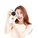 Glückliche junge Frau mit Kamera Lizenzfreies Stockbild