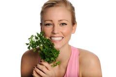 Glückliche junge Frau mit Kopfsalat Lizenzfreies Stockbild