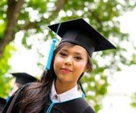 Glückliche junge Frauen in der Robe Lizenzfreie Stockfotos