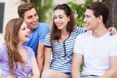 Glückliche junge Freunde Stockfotografie