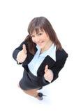 Glückliche junge Geschäftsfrau, die o.k. singt Stockfoto