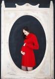 Glückliche junge lustige schwangere Frau Lizenzfreies Stockbild