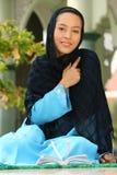 Glückliche junge moslemische Frau lizenzfreies stockbild