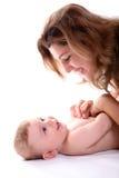 Glückliche junge Mutter mit Schätzchen Stockfotografie