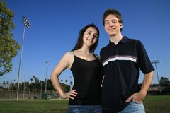 Glückliche junge Paare lizenzfreie stockfotografie