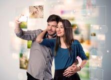 Glückliche junge Paare, die selfie Fotos machen Stockfoto
