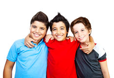 Glückliche Jungenjugendliche, Spaß der besten Freunde stockbild