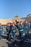 Glückliche Kadetten nach dem Ende der Wiederholung Victory Parads Lizenzfreie Stockbilder
