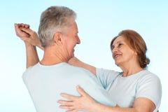Glückliche kaukasische ältere Menschen zusammen stockbild