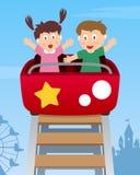 Glückliche Kinder auf Achterbahn lizenzfreie abbildung