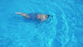 Glückliche Kinder auf Sommerferien stock video
