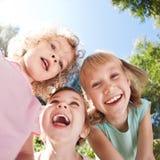 Glückliche Kinder, die Spaß haben Lizenzfreies Stockfoto