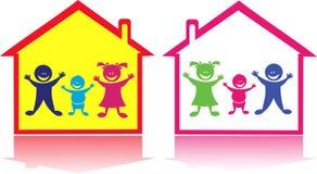Glückliche Kinder im Haus. lizenzfreie abbildung
