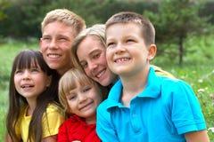 Glückliche Kinder/lächelnde Gesichter lizenzfreie stockfotos