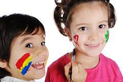Glückliche Kinder mit Farben Lizenzfreies Stockbild