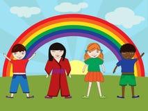 Glückliche Kinder mit Regenbogen Stockbild