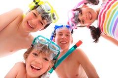 Glückliche Kinder mit Snorkels Stockbild