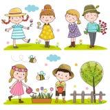 Glückliche Kinderim frühjahr Jahreszeit im Freien Stockfotos