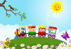 Glückliche Kinderkarikatur auf einem bunten Zug stock abbildung