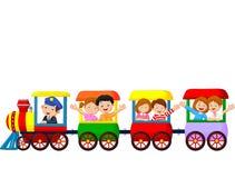 Glückliche Kinderkarikatur auf einem bunten Zug Stockfoto