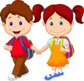 Glückliche Kinderkarikatur kommen mit Rucksäcken Lizenzfreies Stockfoto