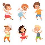 Glückliche Kindheit Verschiedene lustige Tanzenkinder Stock Abbildung