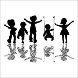 Glückliche kleine Kinder mit gestreiften Schatten Stockbild