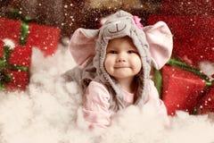 Glückliche Kleinkinder, die Sankt Hut tragen Lizenzfreies Stockbild