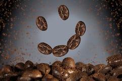 Glückliche Lächeln coffe Bohnen stockfoto