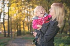 Glückliche lächelnde blonde Familie Lizenzfreie Stockfotos