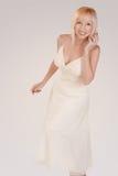 Glückliche, lächelnde blonde Frau lizenzfreie stockfotografie