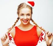 Glückliche lächelnde blonde Frau der Junge recht auf Weihnachten in rotem Hut und in Feiertag Sankt verzierte Plaid, Lebensstille Stockfotografie