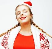 Glückliche lächelnde blonde Frau der Junge recht auf Weihnachten in rotem Hut und in Feiertag Sankt verzierte Plaid, Lebensstille Lizenzfreie Stockfotos