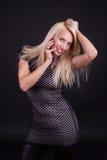 Glückliche lächelnde Blondine Stockbilder