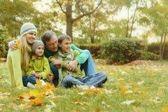 Glückliche lächelnde Familie Stockbild