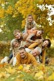 Glückliche lächelnde Familie Stockfotos