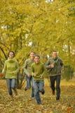 Glückliche lächelnde Familie Lizenzfreie Stockfotos